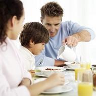 子供 身長 食事 たんぱく質 ビタミンD 魚 低カロリー